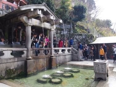 Otowa-no-taki: cascada del templo Kiyomizu-dera.